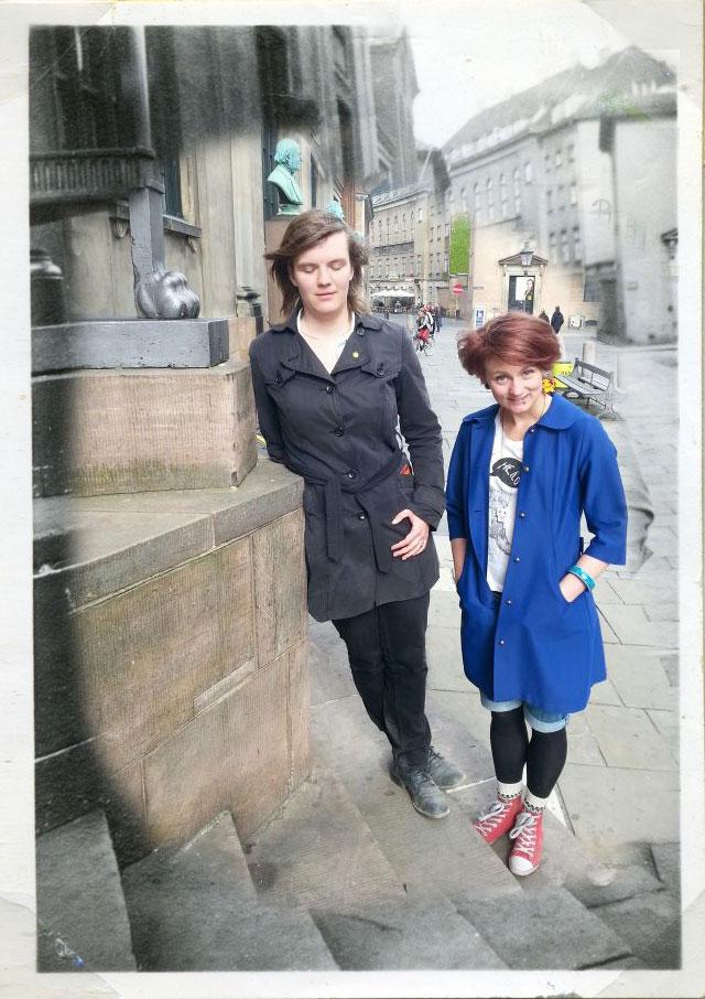 Molly och Sanne på trappan 90 år senare