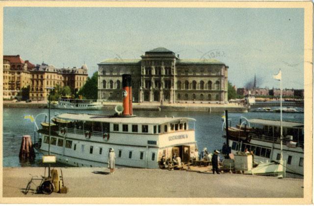 Gustafsberg 4 framför Nationalmuseum