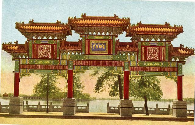 Ett gammalt kort på en kinesisk port