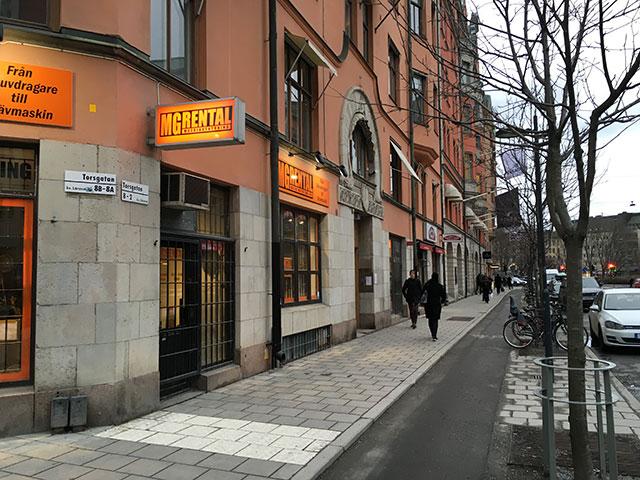 Vad händer längs en tråkig gata i Stockholm