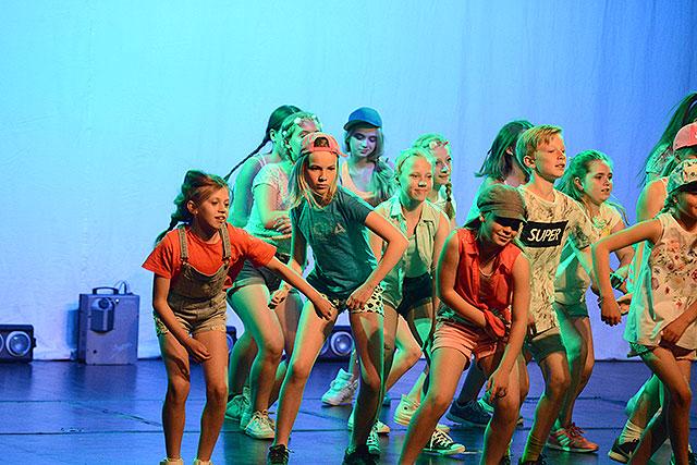 Danshusets elever showar ordentligt