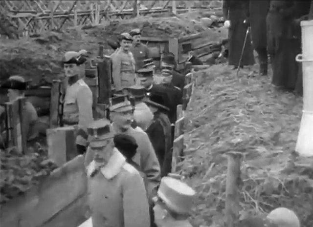 Kungen besöker skyttegravarna på Djurgården 1915