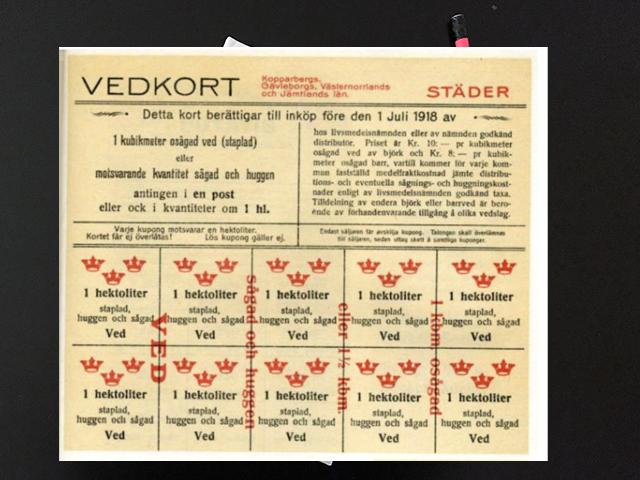 Lördag den 29 juni 1918. Fick stå i en lång kö för att få köpa ved.
